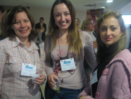 Ana Carolina Winkler (Conselho Regional de Farmácia do Paraná) e Aliny Thiesen (Wever-Cosméticos) e Claudia da Cunha (Bonyplus)