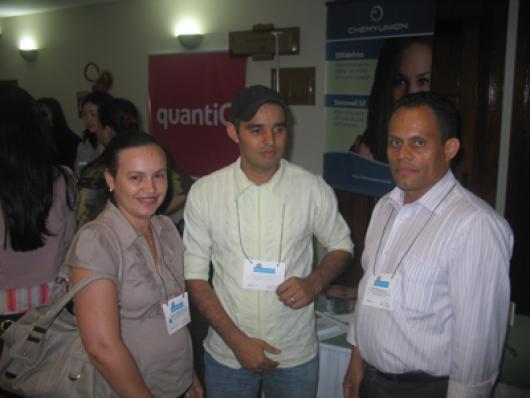 Ao centro Francinaldo Santana (Gofran Cosmeticos), Rosely P. da Silva e José Carlos da Silva (Gota Suave)