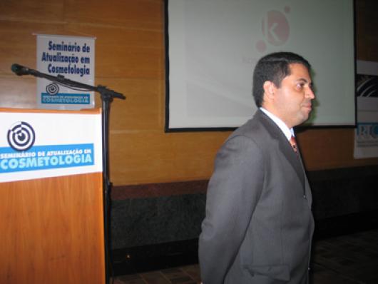 Adriano Pinheiro, da Kosmoscience, abre o evento com a palestra